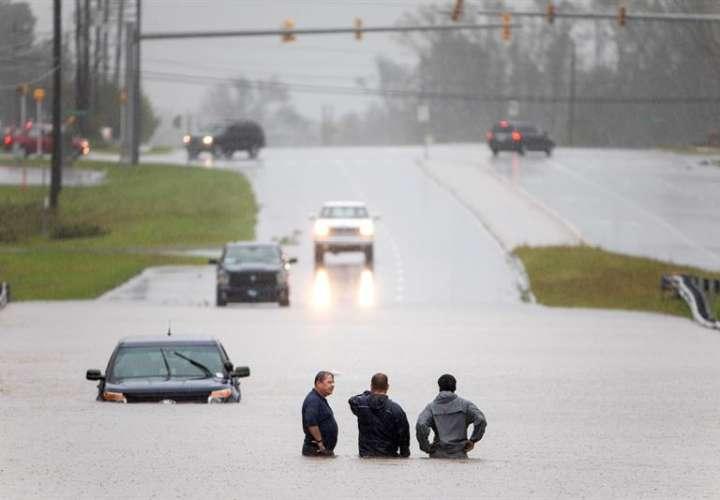 Florence se ha degradado a depresión tropical mientras avanza hacia el interior del país. EFE