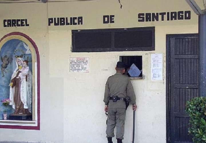 Privados de libertad de la cárcel de Santiago son trasladados a sede del Ifarhu