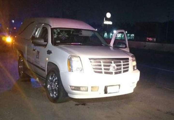 La carroza fue recuperada minutos después de haber sido robada, en la colonia Camichines y se logró la detención de un sujeto que conducía la unidad en mención. Foto: Comisaría de la Policía Preventiva Municipal de San Pedro Tlaquepaque