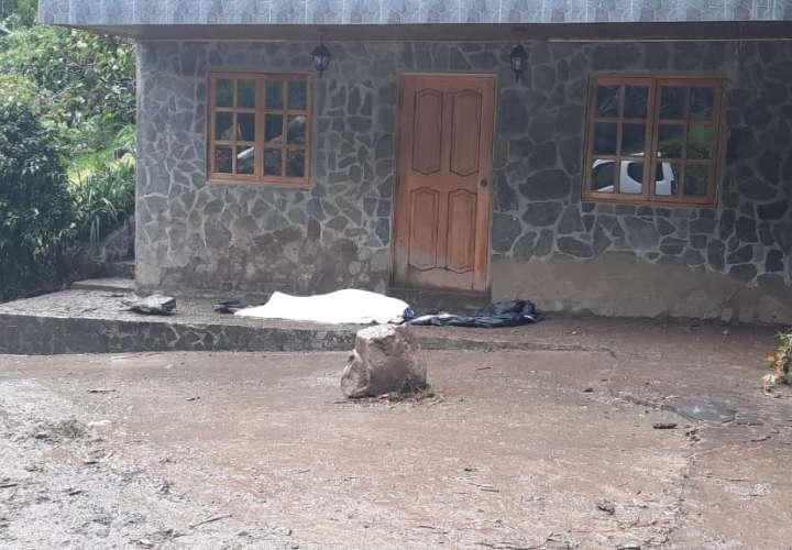 Cinco trabajadores sepultados en una vivienda, recuperan uno de los cuerpos
