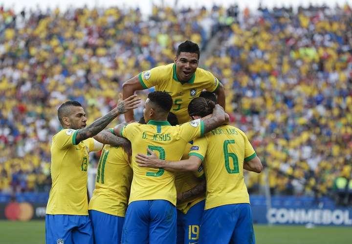 Brasil golea a Perú y se mete en cuartos de final de la Copa América
