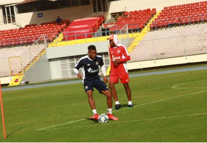 César Blackman durante los entrenamientos de hoy jueves en el estadio Rommel Fernández. Foto: Anayansi Gamez