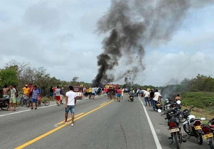 Unas siete personas mueren calcinadas tras explosión de camión cisterna (Video)