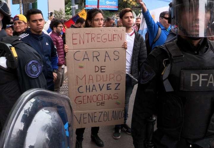 Venezuela atraviesa un pico de tensión política desde enero pasado, cuando Maduro juró su nuevo mandato y Guaidó proclamó su Gobierno interino.