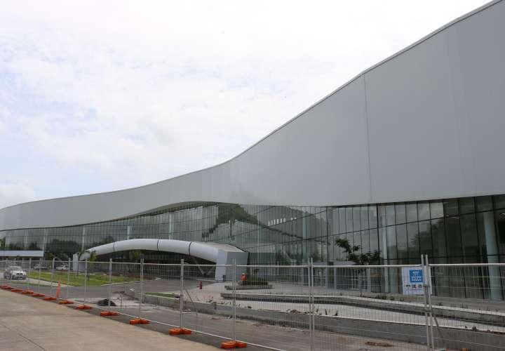 Refrendan contrato para la promoción del Centro de Convenciones Amador