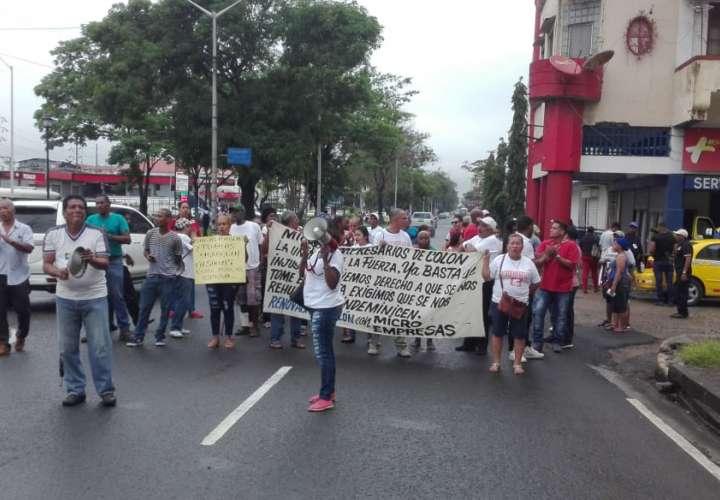Microempresarios colonenses vuelven a protestar por pago de indemnización