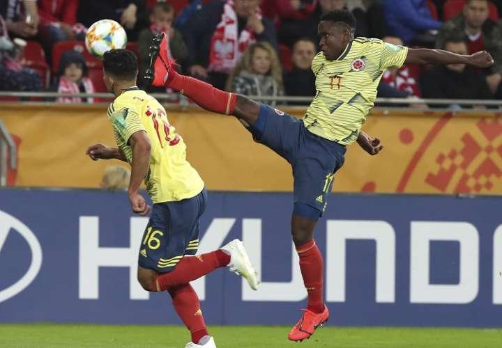 Luis Sinisterra anotó los dos primeros goles  de Colombia./ Foto AP