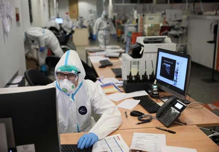 Los fallecidos en la pandemia son 1,39 millones, 7.700 de ellos reportados en las últimas 24 horas. EFE