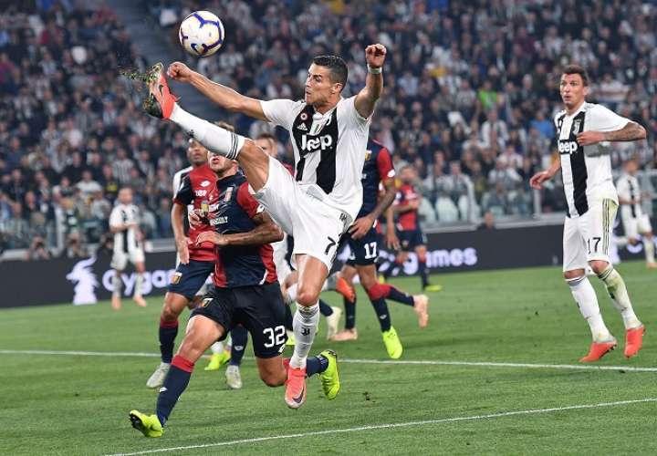 Cristiano Ronaldo está teniendo un buen rendimiento con la Juventus. /AP