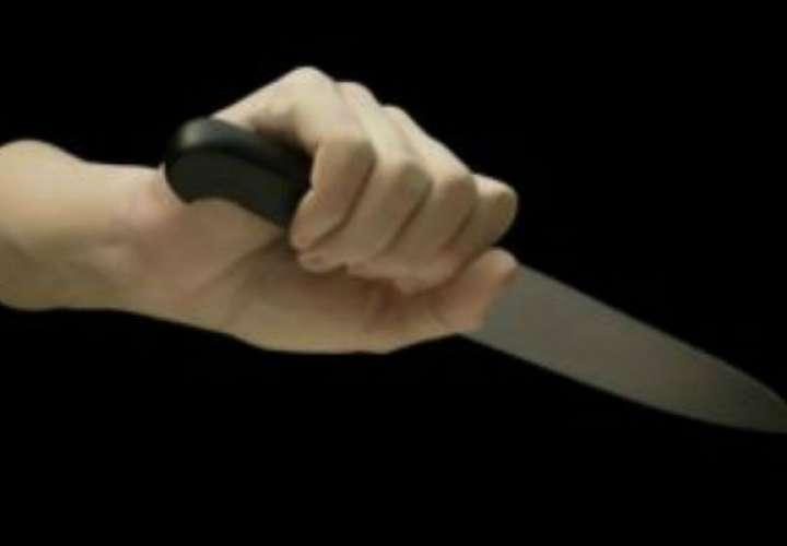 Enano mata a cuchilladas a sus ancianos padres en residencial en Nicaragua