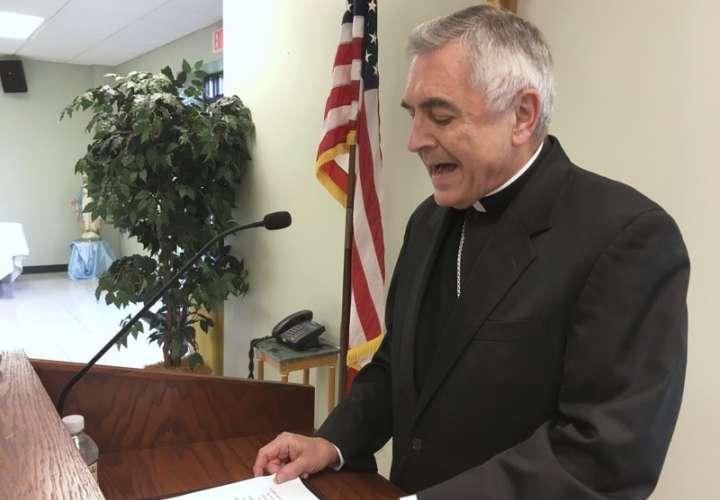 El Reverendo Ronald Gainer, obispo católico de la diócesis de Harrisburg, Pensilvania, discute el abuso sexual infantil por parte del clero y una decisión de la diócesis de eliminar nombres de obispos que datan de la década de 1940. Foto: AP