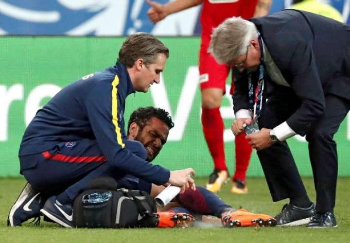 ¡LAMENTABLE! Daniel Alves se perderá el Mundial de Rusia por lesión