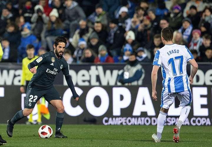 """El centrocampista del Real Madrid Francisco Alarcon """"Isco"""" (i). Foto: EFE"""