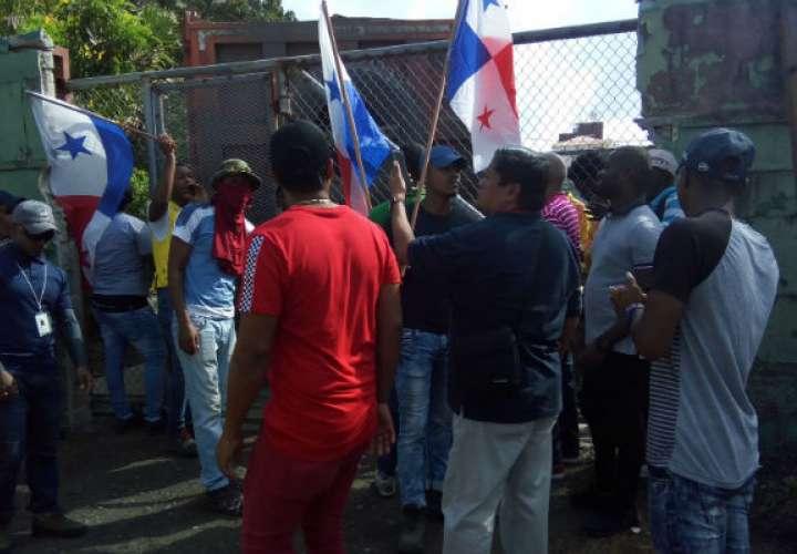 Desempleados de Colón salen a la calle para exigir reactivación de proyectos