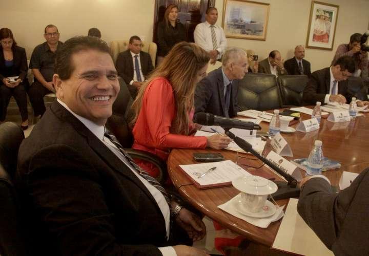 Diputados examinarán querella contra fiscal Harry Díaz