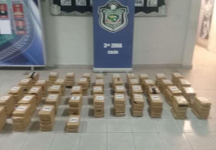 Encuentran 217 kilos de cocaína en auto abandonado