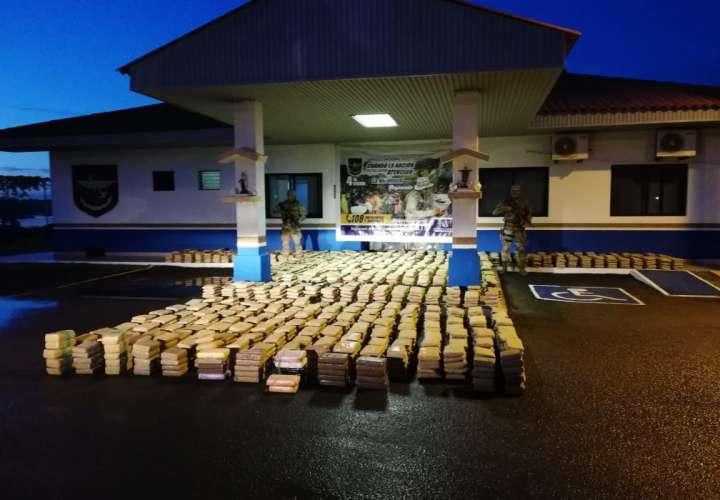 Decomisan más de 2 toneladas de droga en Los Santos