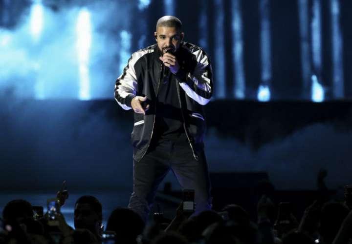 Drake confirma que es papá