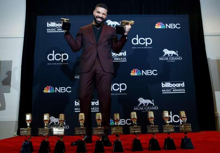 Drake se roba la noche y triunfa con 12 premios Billboard
