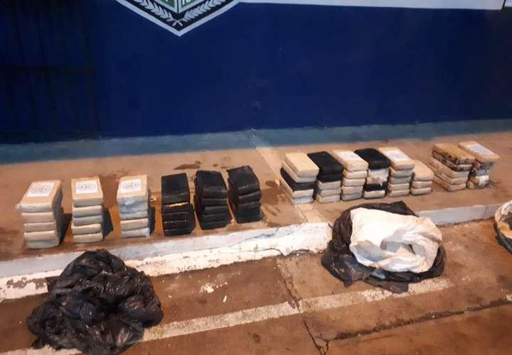 Dos sujetos arrestados por posesión de 68 paquetes de droga