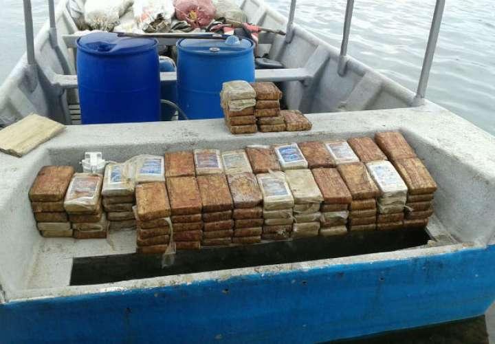 Pescan a cuatro narcos violando la cuarentena con más de 50 bultos de droga