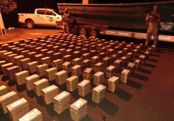 Ubican lancha abandonada con 910 paquetes de droga en Los Santos [Video]