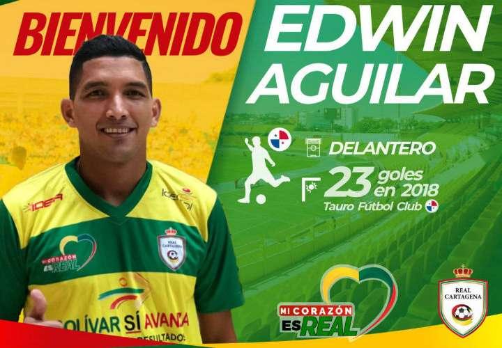 El delantero panameño Edwin Aguilar con el uniforme de su nuevo club.