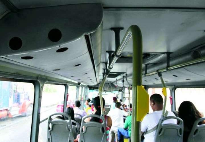 Metrobús aplasta a padre e hijo en El Chorrillo, él murió, el niño está estable