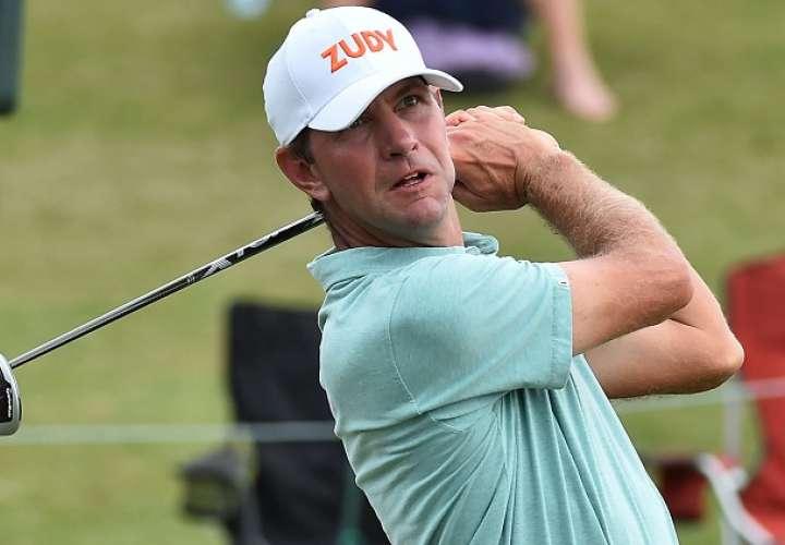 Esposa de golfista enloqueció y lo atacó