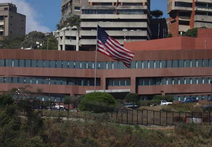 Fotografía del edificio de la embajada de EE.UU. hoy, martes en Caracas (Venezuela). EFE