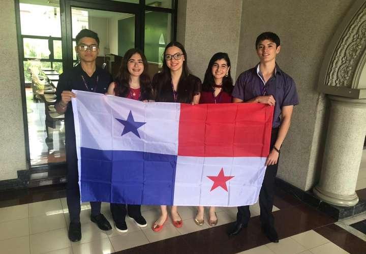 Estudiantes panameños pasan a III ronda en Campeonato Mundial de Debate Escolar