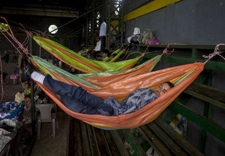 Panamá refuerza vigilancia en albergue que migrantes amenazaron con quemar