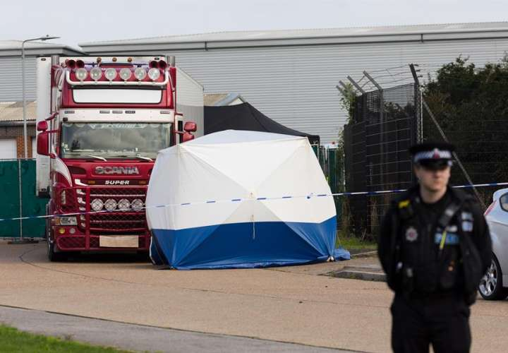Policía británica indaga sobre una posible mafia en la muerte de 39 inmigrantes