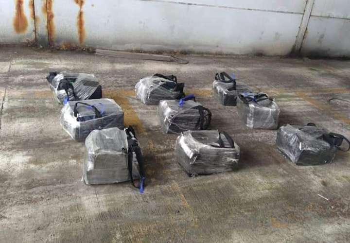 Hallan 300 paquetes de coca en puerto de Colón