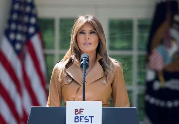 Fotografía de archivo del 7 de mayo de 2018 de la primera dama de EE.UU. Melania Trump hablando durante la firma la proclama presidencial 'Be Best', en la Casa Blanca en Washington (EE.UU.). EFE