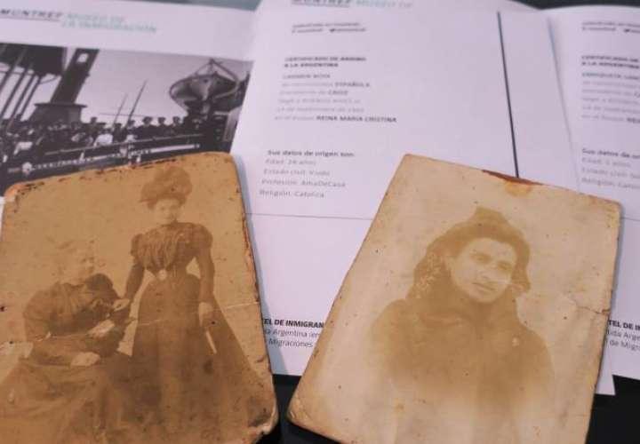La argentina Norma Graciela Moure (fuera de cuadro) muestra documentación y fotografías de su bisabuela Marcela durante una entrevista con Efe, el 31 de mayo de 2019, en Buenos Aires (Argentina). EFE