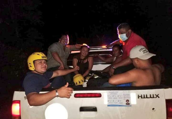 Rescatan funcionarios en Darién que estaban entregando bolsas de comida