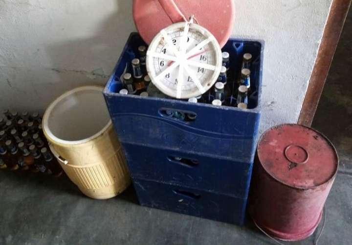 Infractores abandonaron una hielera con gran cantidad de cervezas y una pesa.