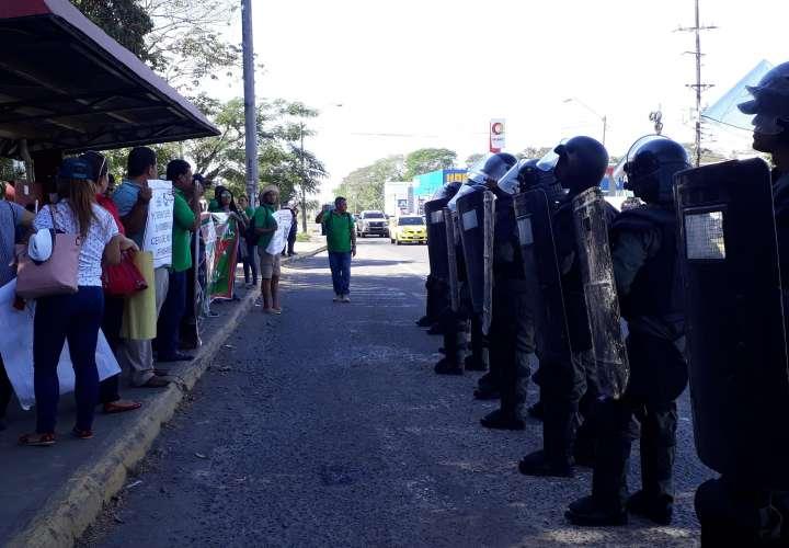 Policía reprime a docentes en Chiriquí