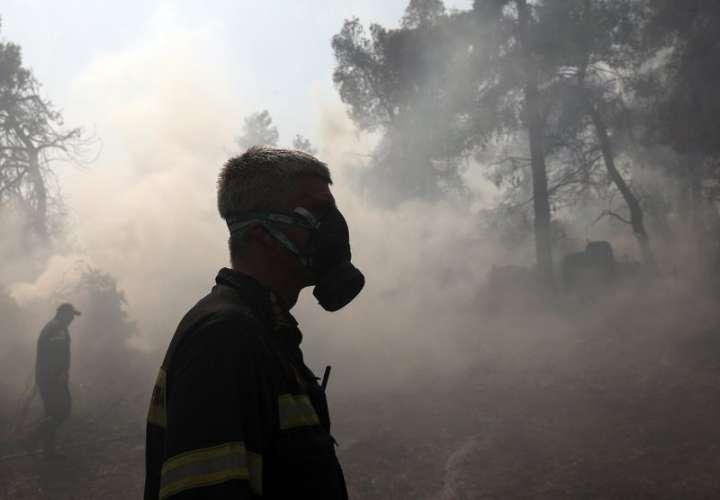 Gobierno de Grecia continúa su combate contra los incendios