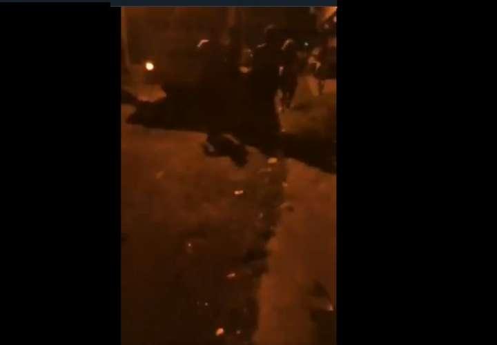 El Chorrillo se tornó violento en una noche de balas y heridos (Video)