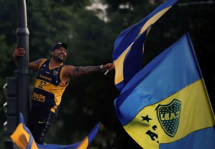 Hinchas del Boca Juniors durante una concentración. Foto: EFE