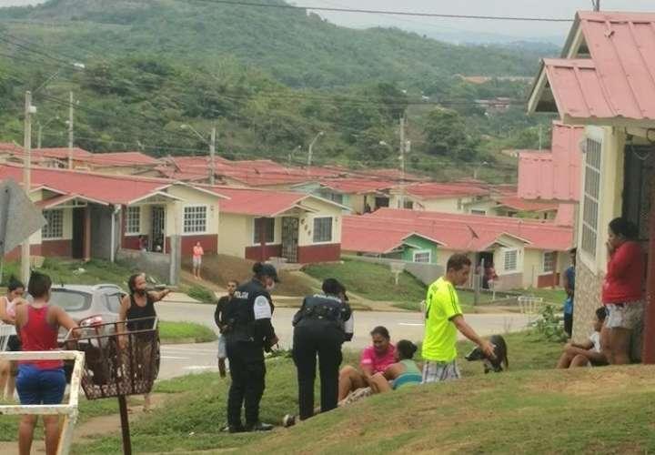 Asesinan a un joven llegando a casa de su familia