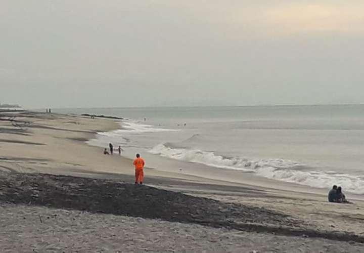 Reactivan labores de búsqueda de joven desaparecido en playa Serena