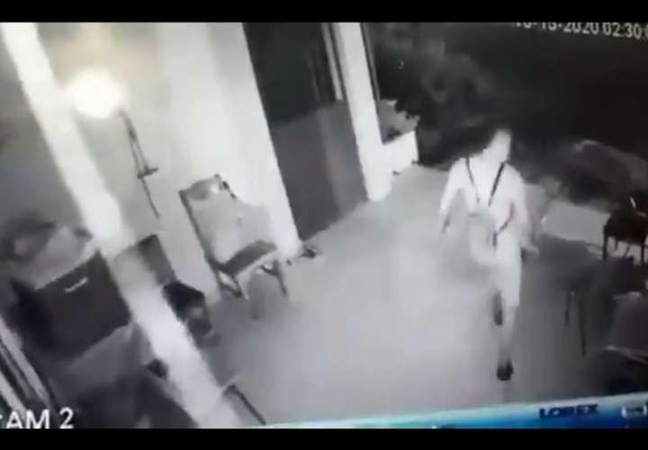 Las imágenes fueron captadas a las 2:30 de la madrugada de hoy, en una casa ubicada en La Herradura.