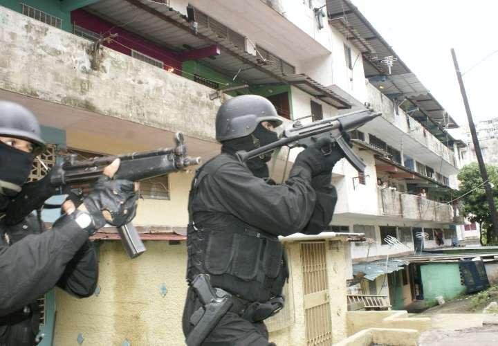 Condenan a 57 miembros de Vietnam-23