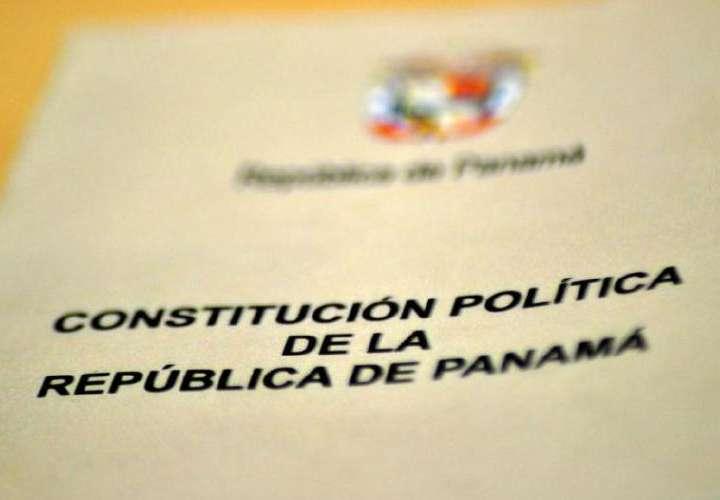 Proponen un 'revolcón' en la Constitución