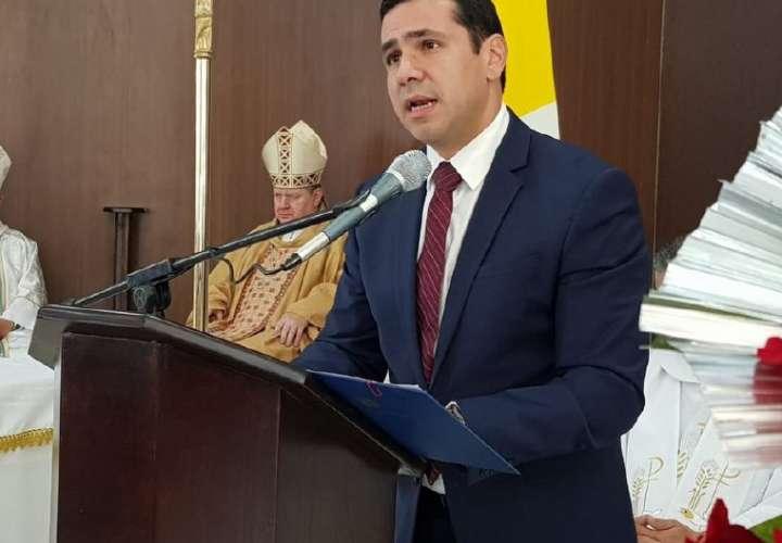 Del Rosario defiende compra directa por $20 millones