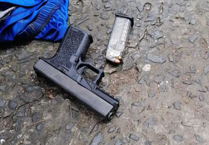 Caen con un arma de fuego ilegal