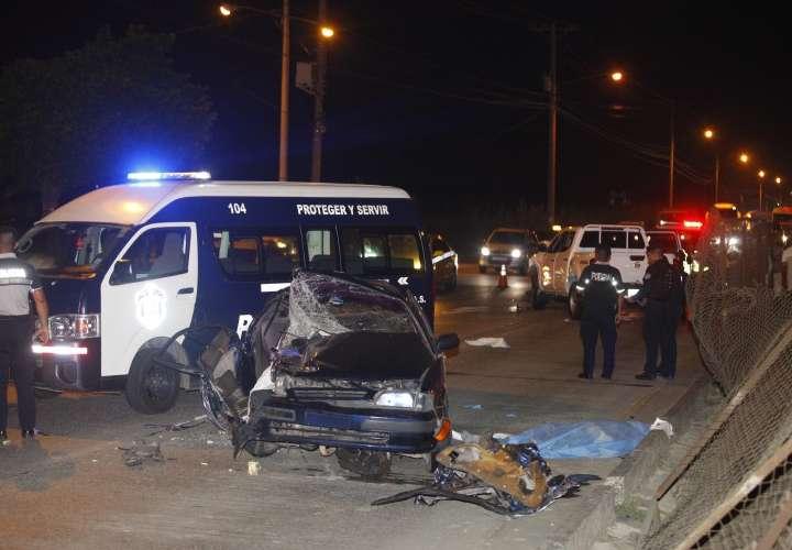 Dos muertos y un herido de gravedad deja fuerte colisión